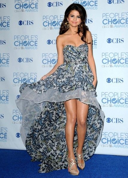 selena-gomez-2011-people-choice-awards-press-2_sy1bimqodl.jpg